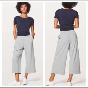 """Lululemon Can You Feel The Pleat Crop Pants 21"""" Size 6 Gray"""